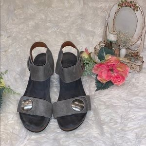TAOS SANDALS FOR WOMEN COLOR GREY SIZE 8.